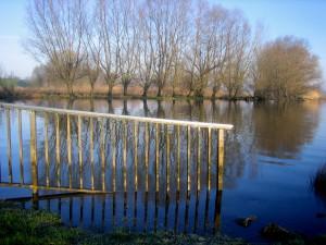 Geländer im Wasser