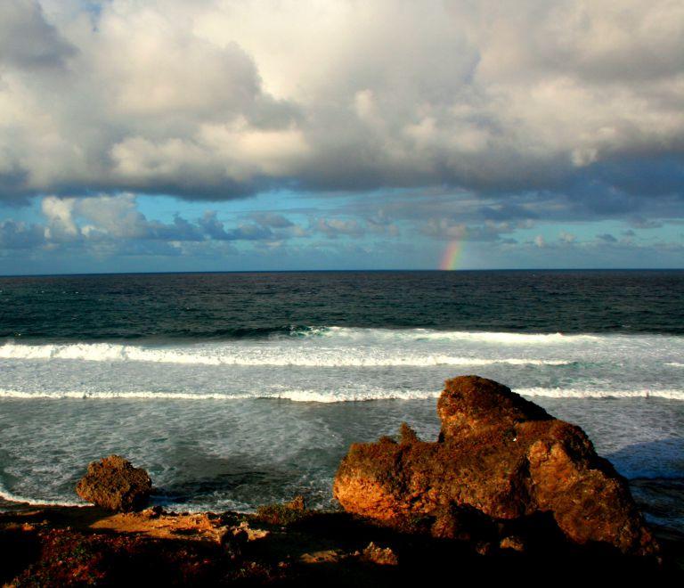 ein Unwetter kommt über das Meer