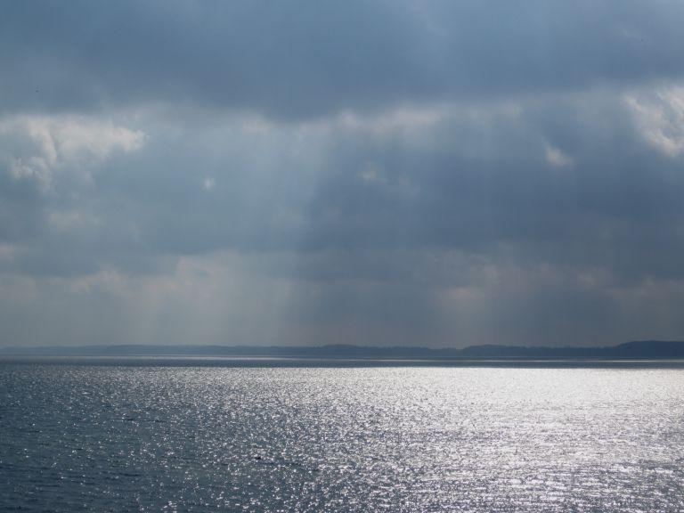 glänzender Meeresspiegel