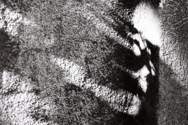 Schatten auf Stein