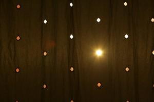 Sonne im Vorhang